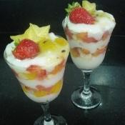 Taça cremosa com frutas frescas sem leite