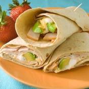 Sanduíche de peru e abacate