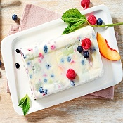 Gelado de iogurte e frutas frescas